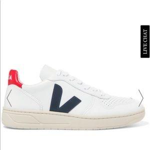 Veja v10 sneaker , w/ box , worn less than 10x